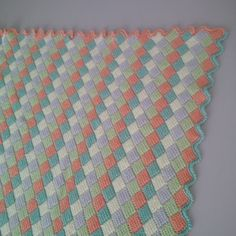 JUBILOCIOS: MANTA BEBÉ Crochet Baby, Quilts, Baby Blankets, Irene, Bed Covers, Crocheting, Baby Afghans, Tejidos, Colors