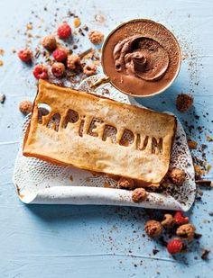 Die mousse is baie maklik. Die geheim is sjokolade van goeie gehalte. No Cook Desserts, Dessert Recipes, Fancy Cookies, Mousse, Special Recipes, Food Inspiration, Sweet Recipes, A Table, Sweet Tooth