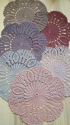 Dekkebrikker i ulike farger (nye farger i salg fra Solberg Spinneri). Crochet Doily Rug, Crochet Placemats, Crochet Dollies, Crochet Motifs, Afghan Crochet Patterns, Crochet Home, Crochet Shawl, Crochet Afghans, Crochet Stitch