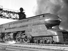 The Pennsylvania Railroad Steam Locomotive designed by Raymond Loewy. Raymond Loewy, Orient Express Train, New York Central Railroad, Railroad Companies, Art Deco, Art Nouveau, Pennsylvania Railroad, Old Trains, Vintage Trains