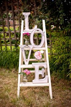 Weddings are wonderful events. And all of couples desire a beautiful and elegant wedding decor. But do you know that to get an elegant wedding decor does not mean that you have to spend much money? Valentines Day Decorations, Valentine Day Crafts, Vintage Valentines, Valentines Day Decor Outdoor, Valentines Photo Booth, Valentine Wreath, Chic Wedding, Rustic Wedding, Gold Wedding