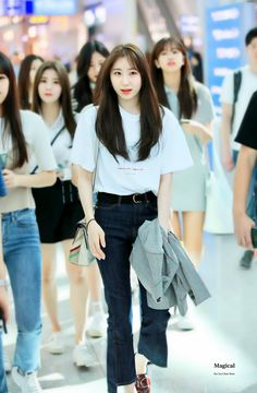 180904 IZ*ONE Chaeyeon at ICN Airport (Incheon National Airport) on their way to Japan Kpop Fashion, Korean Fashion, Girl Fashion, Airport Fashion, Fashion Ideas, Girl Day, My Girl, Yuri, Japanese Girl Group