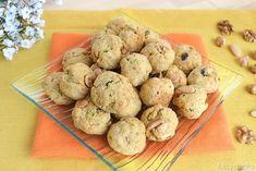 Biscotti salati con frutta secca, scopri la ricetta: http://www.misya.info/2014/05/23/biscotti-salati-con-frutta-secca.htm