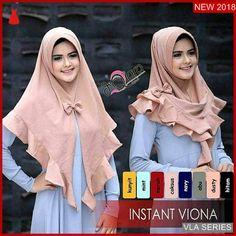 Jilbab Instan Viona with pad bubble pop Pashmina Hijab Tutorial, Hijab Style Tutorial, Hijab Style Dress, Hijab Chic, Abaya Fashion, Muslim Fashion, Hijab Moda, Baby Hijab, Wedding Hijab Styles