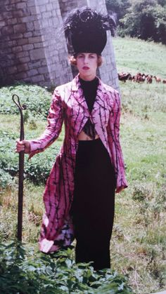 reesmoggcoupplot:  Isabella Blow in McQueen and Treacy, 1992. Photo: Oberto Gili for British Vogue.