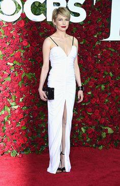 Michelle Williams pintou de Louis Vuitton em vários tapetes vermelhos esse ano. Um dos melhores é o que ela usou no Tony Awards