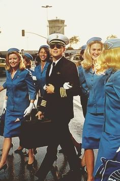 🇬🇧catch me if you can - leonardo di caprio as frank abagnale jr. by only a cinema page! Frank Abagnale, Martin Sheen, Movies Showing, Movies And Tv Shows, Love Movie, Movie Tv, Leonard Dicaprio, Young Leonardo Dicaprio, Foto Poster