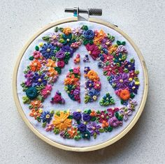 Wonderful Ribbon Embroidery Flowers by Hand Ideas. Enchanting Ribbon Embroidery Flowers by Hand Ideas. Machine Embroidery Thread, Learn Embroidery, Hand Embroidery Stitches, Silk Ribbon Embroidery, Embroidery Techniques, Embroidery Art, Cross Stitch Embroidery, Embroidery Patterns, Crochet Patterns