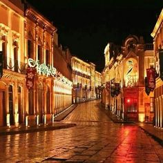 Así se ven las callecitas más antiguas de Zacatecas durante las noches.México.