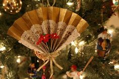 DIY Victorian Christmas tree ornaments                                                                                                                                                                                 More