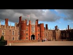 Day Trips From London - Stonehenge and Hampton Palace