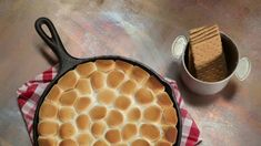 Nutella S'mores Dip: This easy, S'mores Dip brings campfire flavors to the kitchen in less than 10 minutes. Dessert Dips, Dessert Recipes, Smores Dessert, Nutella Recipes, Dip Recipes, Baking Recipes, Nutella Deserts, Easy Desserts, Delicious Desserts