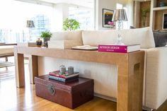 Assim eu gosto: blog de decoração e arquitetura. O móvel atrás do sofá pode ser um banco, uma estante ou um aparador.