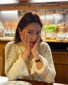 yeri ye rj kim yerim yeri aesthetics aesthetic cute soft pastel red velvet reveluv reve sm ent 레드벨벳 r o s i e Seulgi, Kpop Girl Groups, Kpop Girls, Red Velvet イェリ, Asian Music Awards, My Girl, Cool Girl, Kim Yerim, Kpop Fashion Outfits
