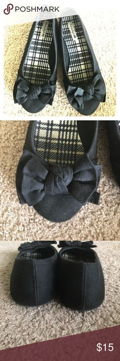 Black flats Black cotton flats. Can be dressed up or down. Knot-bow detail. American Eagle Shoes Moccasins