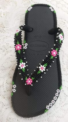 Shell Crafts, Bead Crafts, Beard Jewelry, Cute Flip Flops, Beaded Shoes, Fabric Origami, Crochet Shoes, Beaded Ornaments, Beading Projects