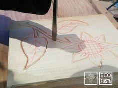 Alicia realizando una #flor en #tallamadera en #ecofusta , #taller de #artesania en #Ripollet, #Barcelona . https://www.tallamadera.com/cursos . #nature #naturephotography #nature_lovers #naturelovers #natureza #nature_good #naturel #nature_photo #woodcarving #pfeiltools #gubiaspfeil #pfeil  #woodcarvingart #woodcarvingtools #woodcarvinglove #art #arte #wood #handmade #madera #artesano #crecimientopersonal #ecoeducacion