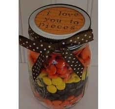 I Love You to Pieces gift in a jar. DIY valentines day gift or anniversary Holiday Crafts, Holiday Fun, Christmas Gifts, Diy Gifts For Boyfriend, Gifts For Him, Men Gifts, My Funny Valentine, Valentine Gifts, Mason Jar Gifts