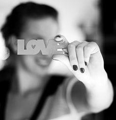 """Love  = A consciência de amar e ser amado traz um calor e riqueza à vida que nada mais pode trazer"""". (OSCAR WILDE ) = """"The consciousness of loving and being loved brings a warmth and richness to life that nothing else can bring."""" ( OSCAR WILDE)"""