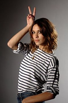 alexa chung likes stripes too! Eclettica striped cotton tees In Store & Online this week! Alexa Chung Tumblr, Daily Alexa Chung, Alexa Chung Style, Celebrity Hairstyles, Cool Hairstyles, Breton Stripes, French Hair, Saint James, Beautiful People