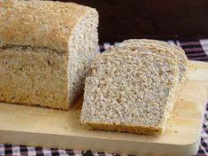 pan sin harina,  5 claras. 150 ml de agua. 100 g de nueces. 100 g de linaza.  100 g de semilla de girasol. 100 g de semilla de sésamo.  100 g de semilla de calabaza. Sal a gusto.  1 cucharadita de bicarbonato de sodio.