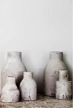 Concrete vases, natural materials and relaxed style by Tell Me Wabi Sabi, Ceramic Pottery, Ceramic Art, Ceramic Plates, Interior Inspiration, Design Inspiration, Turbulence Deco, Keramik Vase, Shabby Chic Christmas