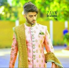 Zayn Malik's fashion sense is awesome looks to good he is killing me . Zayn Malik Photoshoot, Zayn Malik Pics, Zayn Malik Style, Zany Malik, One Direction Zayn Malik, Lgbt Love, Boys Dpz, Perfect Boy, Cute Actors