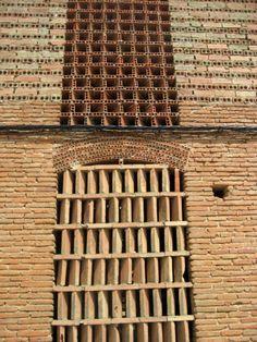 Imagen 2 ST6 1 1100px 750x1000 Patrones y permeabilidad en los secaderos extremeños, por Tamar Awad