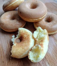 Raw Vegan, Bagel, Gluten Free Recipes, Doughnut, Donuts, Food And Drink, Low Carb, Bread, Baking