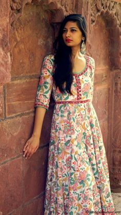 In case you didn't know autumn in Rajasthan (India) is like an Indian Summer and dressing up while surviving the soaring temperatures can be… Salwar Designs, Blouse Designs, Dress Designs, Indian Attire, Indian Wear, Indian Dresses, Indian Outfits, Hijab Fashion, Fashion Outfits