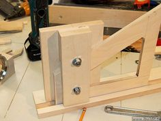 Great router table and lift build web site! Diy Router, Router Tool, Router Lift, Homemade Tools, Woodworking Saws, Woodworking Projects, Making A Router Table, Router Accessories, Table Saw