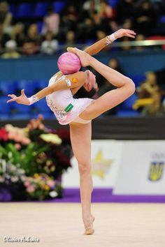 tags: ginnastica ritmica, rhythmic gymnastics, gymnastique rythmique, gimnasia rítmica, palla, ball, ballon, pelota