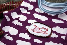 """""""Flying Susie"""" from the """"Little Pigs on Tour"""" Collection at www.AnjaRiegerDesign.com here: http://anjariegerdesign.com/embroidery-designs/tour.html #embroidery #DIY #crafts #pigs #AnjaRieger"""