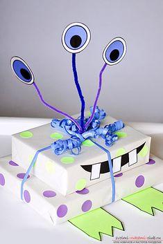 Упаковка детских подарков своими руками. 8 лучших идей, как прикольно и ярко упаковать подарки для детей | svoimi-rukami-club.ru Christmas Wrapping, Gift Wrapping Ideas For Christmas For Kids, Birthday Wrapping Ideas, Cute Gift Wrapping Ideas, Gift Wrapping Ideas For Birthdays, Diy Wrapping, Creative Gift Wrapping, Present Wrapping, How To Gift Wrap