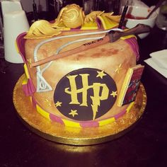 Harry potter cake by sharon wicks - for all your cake decorating supplies, Mundo Harry Potter, Harry Potter Food, Harry Potter Outfits, Harry Potter Movie Posters, Harry Potter Christmas Decorations, Harry Potter Halloween Costumes, Harry Potter Birthday Cake, Harry Potter Drawings, Character Cakes
