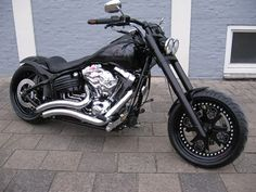 Custom fat bob: I know someone who'd love that <3's #Gothic #Bike