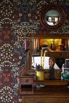 31 Ideas Vintage Wallpaper Interior William Morris For 2019 William Morris Wallpaper, William Morris Art, Morris Wallpapers, Paper Wallpaper, Wall Wallpaper, Cottage Wallpaper, Interior Wallpaper, Interior Design Living Room, Interior Decorating