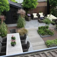 Small modern garden design with shed Back Gardens, Small Gardens, Outdoor Gardens, Roof Gardens, Modern Landscaping, Backyard Landscaping, Backyard Decks, Landscaping Ideas, Stone Backyard