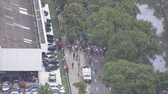 Ciclista morre após colidir com  moto na Zona Norte do Recife  Acidente ocorreu na tarde desta sexta-feira (15), no bairro do Arruda.  Motociclista também ficou ferido e foi socorrido por uma equipe do Samu.  Uma colisão entre uma moto e uma bicicleta, na Avenida Professor José dos Anjos, Zona Norte da capital, na tarde desta sexta-feira (15), deixou o ciclista morto. Segundo a Companhia de Trânsito e Transporte Ur  15/03/2013 16h33 - Atualizado em 15/03/2013 20h21  (Leia [+] clicando na…