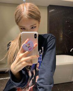 Your source of news on YG's biggest girl group, BLACKPINK! Jennie Lisa, Blackpink Lisa, K Pop, Cool Girl, My Girl, Foto Rose, Rose Park, Blackpink Photos, Blackpink Fashion