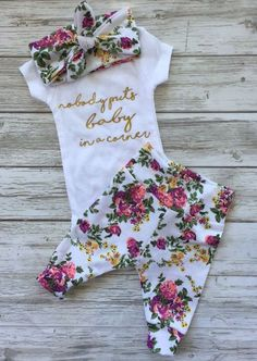 50 Best Baby Outfits posted on Apr. 2017 at pmWhenever you are stepping out with your infant, here's the ideal outfit. Whenever your baby is about to le Baby Coming Home Outfit, Take Home Outfit, Baby Boy Clothing Sets, Cute Baby Clothes, Newborn Baby Clothes, Baby Newborn, Girl Clothing, Baby Baby, Baby Kind