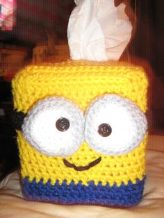 Minion tissue box - one side Mandalas heißen Pads Crochet Gifts, Crochet Yarn, Crochet Toys, Dishcloth Crochet, Crochet Mandala, Crochet Afghans, Crochet Blankets, Crochet Stitches, Free Crochet