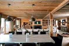 Warme gezellige woonkamer van chalet   Interieur inrichting