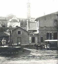1900 Carrer de Sants. A l'alçada de les cotxeres de Sants, amb l'antiga torre de l'església Santa Maria de Sants al fons