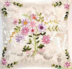 漂亮的丝带绣抱枕2 女红绣品 交流区 - DIY手工俱乐部 - 最具人气的中国女红� - 菲菲 - Picasa Web Albums