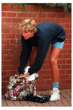 Diana, Princess of Wales . Looks lovely even in gym clothes Princess Diana Fashion, Princess Diana Family, Princess Diana Pictures, Royal Princess, Princess Of Wales, Meg Ryan, Sophie Marceau, Julia Roberts, British Royal Families