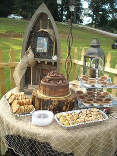 Grooms Table ??? Love the boat, lantern & stump.