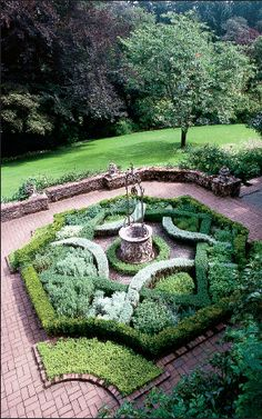 More formal element of Lakewold Gardens