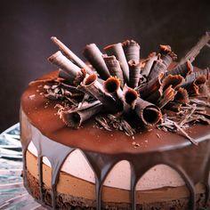 Csurgatott csoki-eoer mousse torta recept csokiszivarkákkal Disney Drinks, Torte Recepti, Homemade Business, Hungarian Recipes, Mousse, Mini Cakes, Tiramisu, Cake Recipes, Cake Decorating