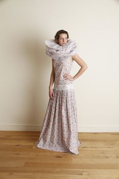 Robe Liberty -   Style année 20, taille basse, ceinture en dentelle de Calais et collerette imprimée liberty.